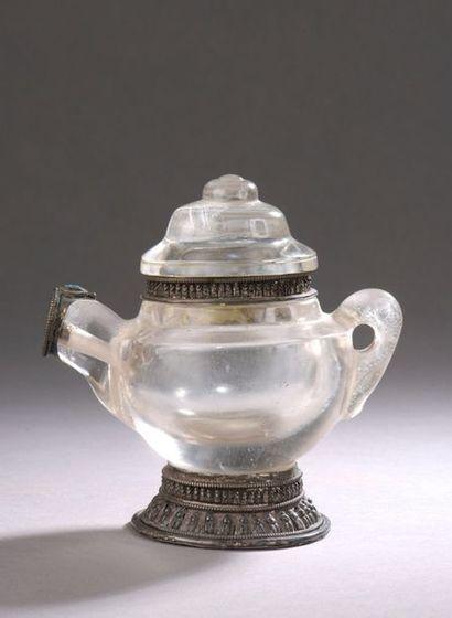 TIBET - XVIIIe/XIXe siècle Verseuse en cristal...