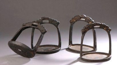 TIBET - XIXe siècle Deux paires d'étriers,...