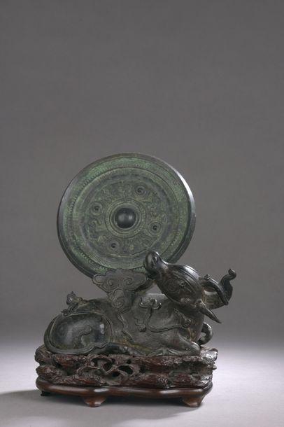 CHINE - Époque MING (1368 - 1644) Porte-miroir...