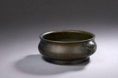 CHINE - XIXe siècle Brûle-parfum en bronze...