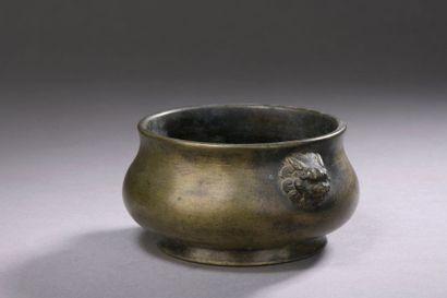 CHINE - XVIIe siècle Petit brûle-parfum en...