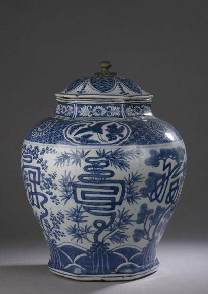 CHINE - Époque WANLI (1573 - 1620) Potiche...