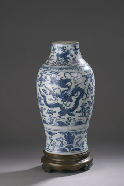 CHINE - Époque JIAJING (1522 - 1566) Vase...