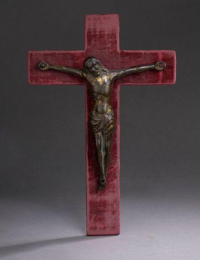 CHRIST en bronze avec restes de dorure, fonte...