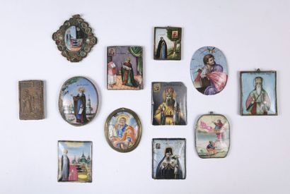 ENSEMBLE DOUZE IMAGES RELIGIEUSES peintes...