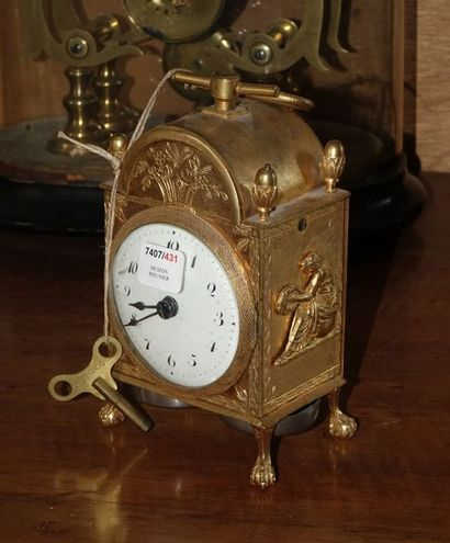 TRAVELING PENDULUM in gilded bronze, striking two quarter and hour stamps on passage...