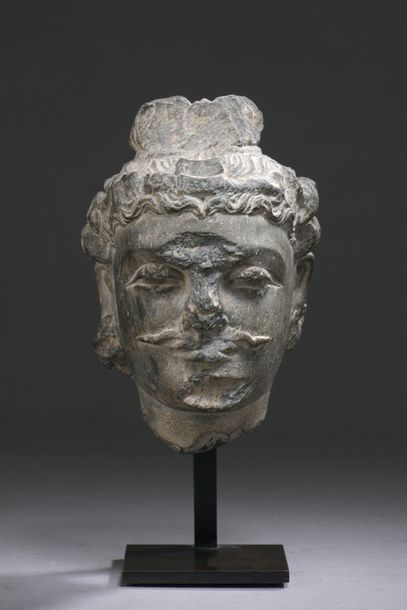 INDE - GANDHARA, art gréco-bouddhique, IIe/IVe siècle Tête de boddhisattva en schiste...
