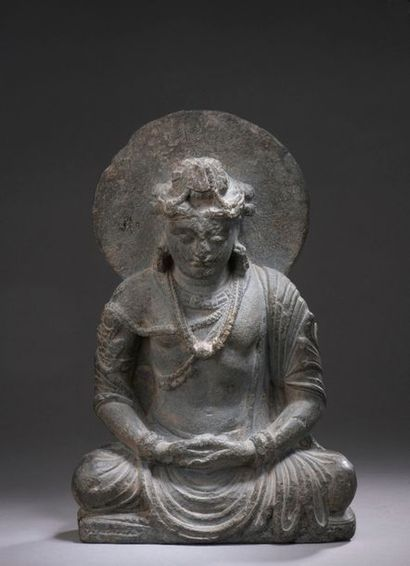 INDE - GANDHARA, art gréco-bouddhique, IIe/IVe siècle Statuette de bouddha assis...