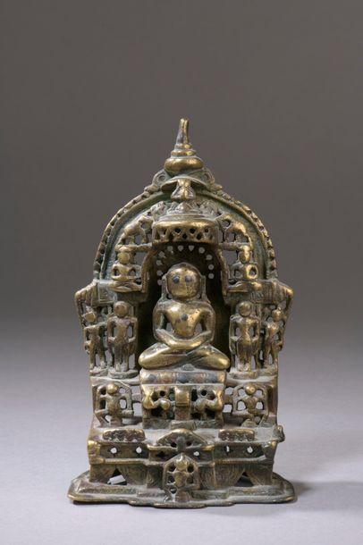 INDE - XVe/XVIe siècle Petite stèle en laiton...