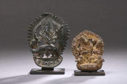 NÉPAL - XVIIe siècle Deux statuettes en bronze,...
