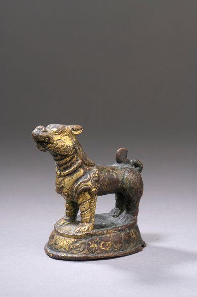 NÉPAL - XVIIIe siècle Statuette de lion en...