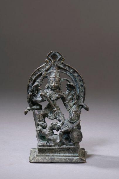 NÉPAL - XVIIIe siècle Statuette en bronze...