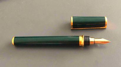 ST DUPONT n°52DKH20. Stylo plume vert à finition...