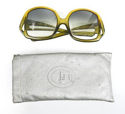 CHRISTIAN DIOR Paire de lunettes en bakélite...