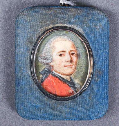 ** Miniature ovale sur ivoire, portrait d'homme...