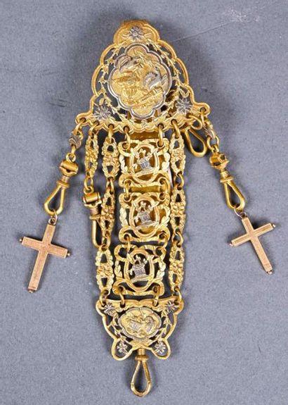Châtelaine en métal doré et argenté à décor...