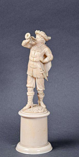 ** DIEPPE Statuette en ivoire d'un personnage...