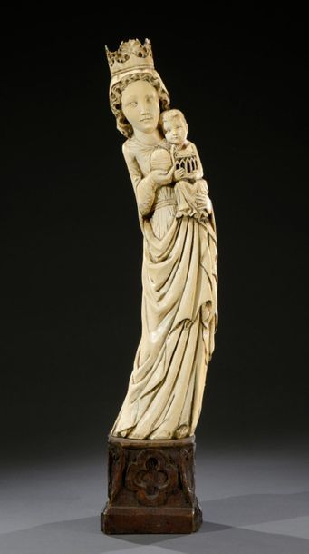 ** Grande Vierge à l'Enfant en ivoire sculpté...