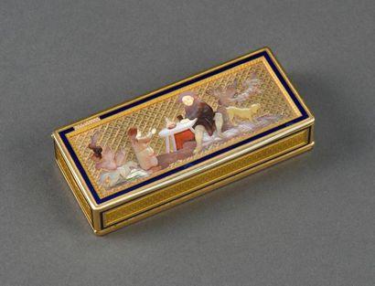 Très belle boîte rectangulaire en or ; le...