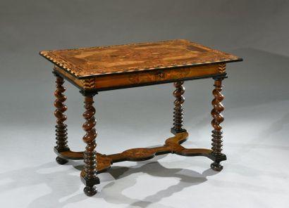 Table rectangulaire à un tiroir en ceinture, reposant sur quatre montants partiellement...