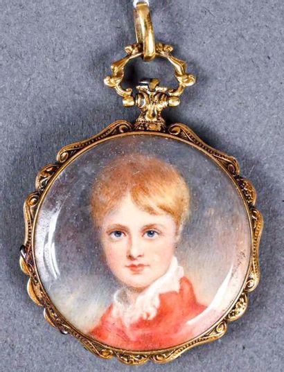 ** Miniature sur ivoire : portrait d'un jeune...