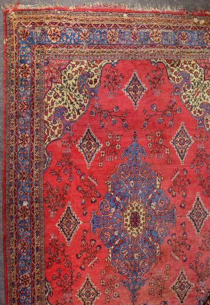 SMYRNE Très grand tapis en laine Koula (Turquie)...