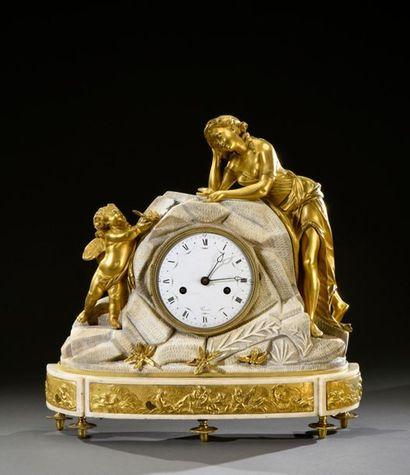 Pendule en marbre blanc et bronze doré :...