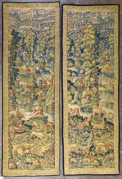 FLANDRES Paire de portières en laine et soie à décor de nombreux animaux près de...