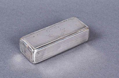 Petite boîte rectangulaire en argent guilloché...