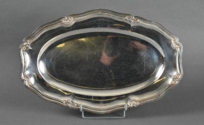 Beau et grand plat ovale en argent uni à...