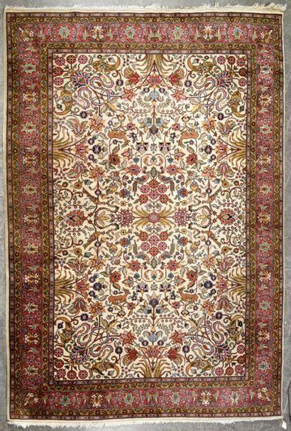 PUNJAB, Indes Grand tapis à motifs animaliers...