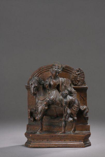 Saint-Martin en buis sculpté en applique...