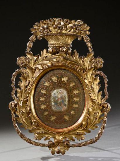 """Grand reliquaire ovale à paperolles et gravure rehaussée marquée : """"Nativitas Christi..."""