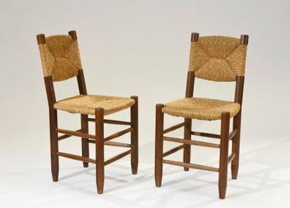 Charlotte PERRIAND (1903-1999) Paire de chaises...