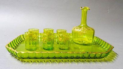 Service à liqueur en verre à décor émaillé...