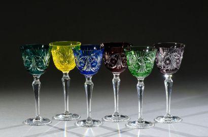 SAINT-LOUIS Suite de six verres à pied à...
