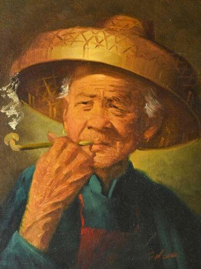 Ecole INDOCHINOISE ? Fumeuse à la pipe et Vieil homme Deux huiles sur carton toilé...