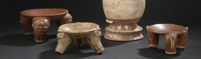 Trois coupes tripodes à pieds décorés  Culture...