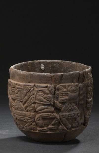 Coupe semi-globulaire à fond plat  Culture Huari, Pérou  Horizon moyen, 600 - 900...