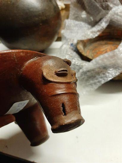 Trois coupes tripodes à pieds décorés  Culture Diquis, Costa Rica  Période VI, 1000-1500...