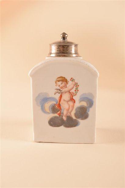 MEISSEN  Boite à thé rectanglaire en porcelaine à décor polychrome sur des quatre...