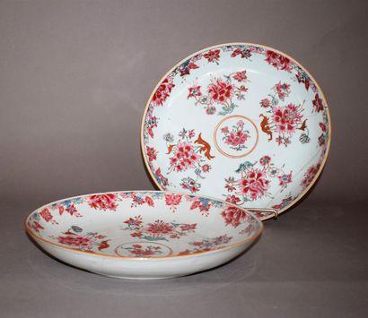 CHINE  Deux coupes circulaires en porcelaine...