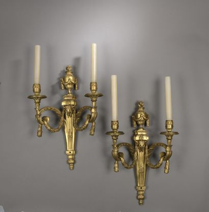 Paire d'appliques en bronze doré à deux lumières...