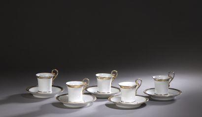 PARIS  Cinq tasses de forme jasmin et leur...