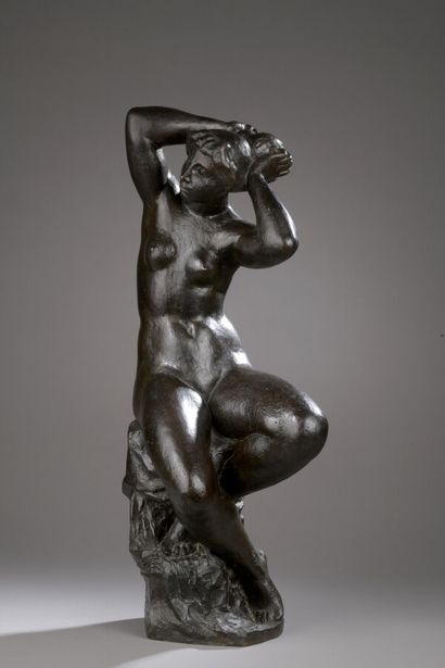 Richard GUINO (1890 -1973)  Femme tenant...