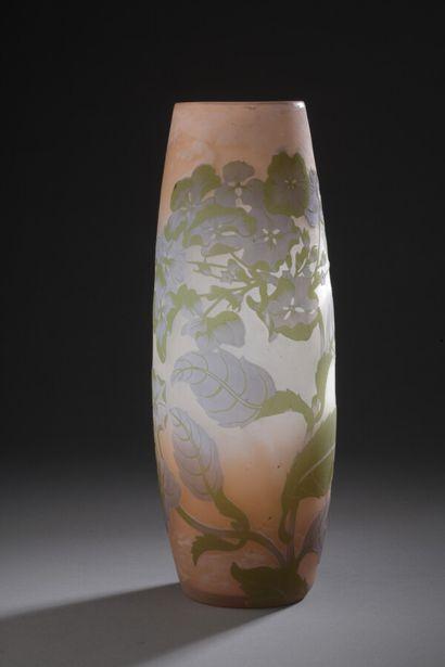 Établissements GALLÉ (1904-1936)  Hortensias  Vase obus à large col annulaire.  Épreuve...