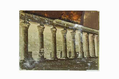 FELIX BONFILS PÉRISTYLE DU TEMPLE D'ISIS HAUTE EGYPTE 1867-1875  Négatif au collodion...