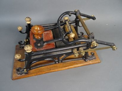 Material : inking mechanism, cast iron and...