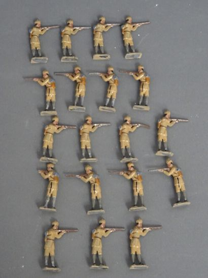 Important lot of about 150 lead soldiers, all sizes, all marks  Good condition