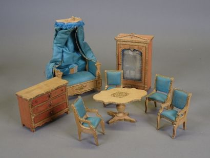 Lot of wooden dollhouse furniture, including:...